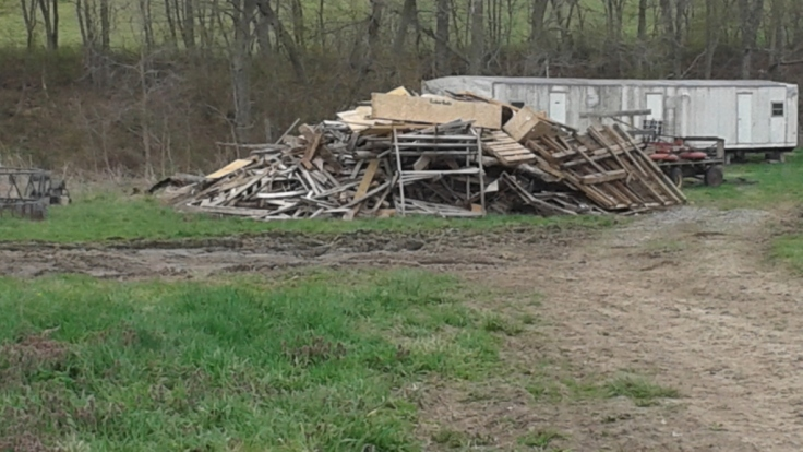 Cool junk pile to fix fences and stuff :)